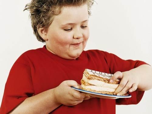 Ученые: ожирение детей надо лечить всеми членами семьи