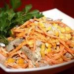 Салат с морковью и маринованными шампиньонами