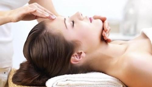 Массирование лица и шеи