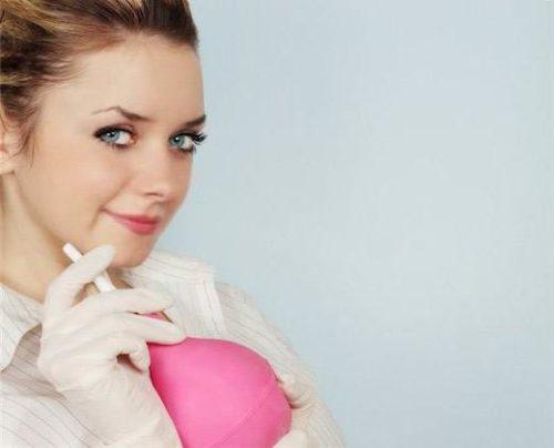 Розовая клизма и девушка