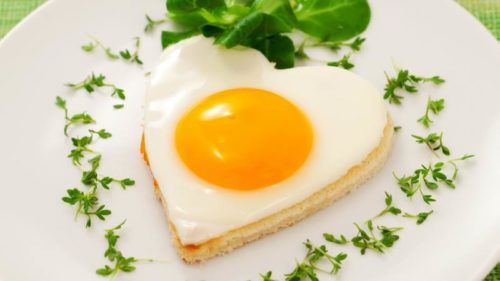 Куриное яйцо в виде сердца