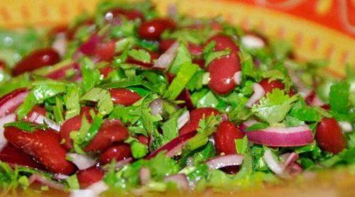 Фасолевый салат с кинзой