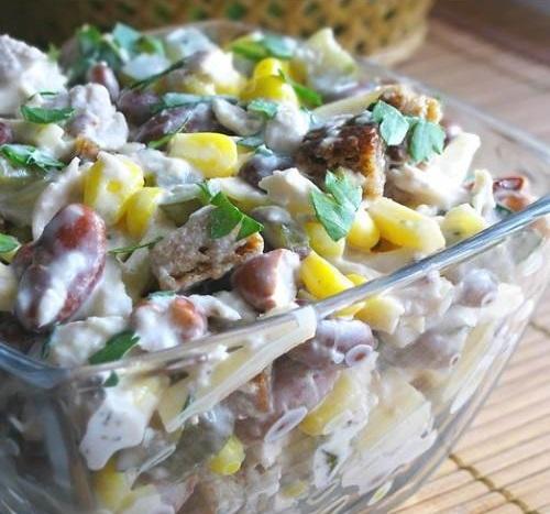 Слоеный салат с грибами и фасолью