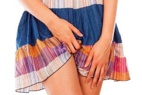 Девушка в цветной юбке
